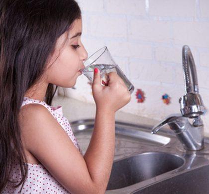 Πόσο κινδυνεύουμε από το νερό της βρύσης;