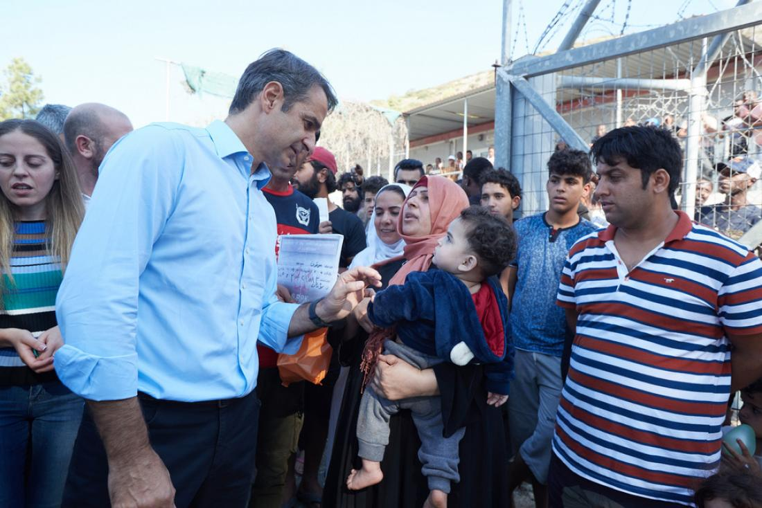 Ψίχουλα στους Έλληνες, Χρυσάφι στους Λαθρομετανάστες