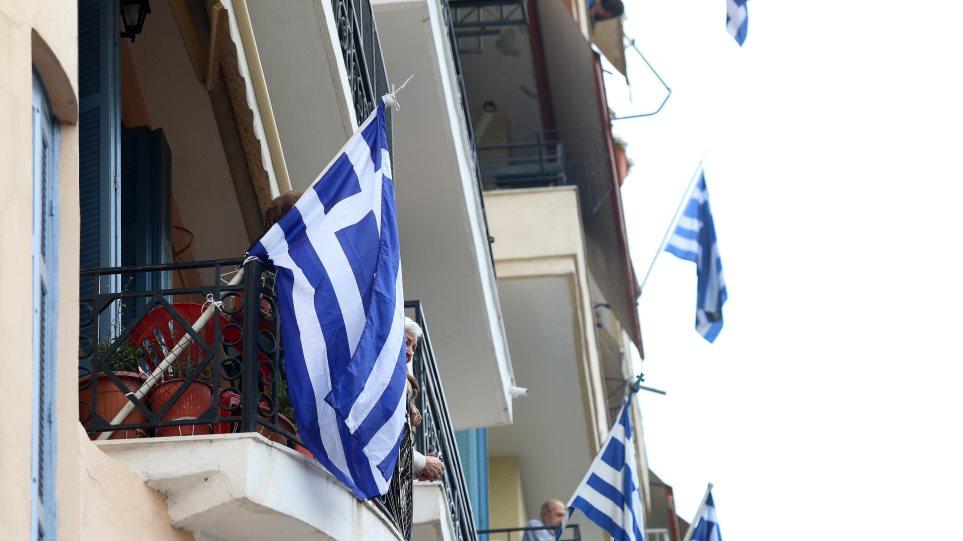 Σήμερα στις 12:00: Όλοι οι Έλληνες ψάλλουμε τον Εθνικό Ύμνο στα μπαλκόνια μας