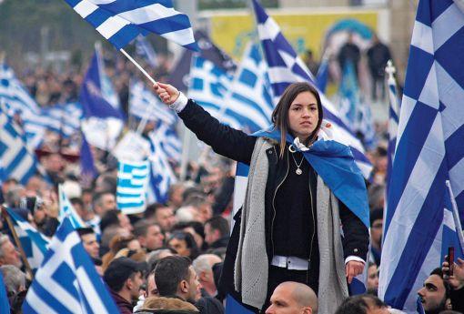 """Χιλιάδες πολίτες από όλη την Ελλάδα συμμετέχουν στο συλλαλητήριο για την ονομασία των Σκοπίων, προκειμένου να μην υπάρχει ο όρος """"Μακεδονία"""" στην ονομασία της γειτονικής χώρας, στην πλατεία του Λευκού Πύργου, Θεσσαλονίκη, Κυριακή 21 Ιανουαρίου 2018. ΑΠΕ-ΜΠΕ/ ΑΠΕ-ΜΠΕ/ ΝΙΚΟΣ ΑΡΒΑΝΙΤΙΔΗΣ"""